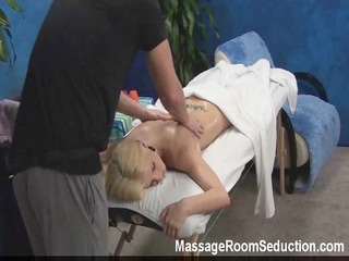 massage therapist seduces hawt gal!