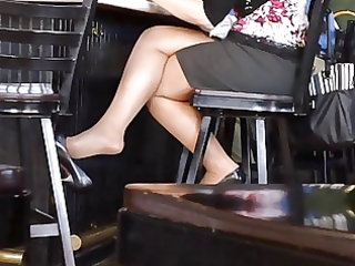 candid hawt crossed legs 7 (+slow motion)