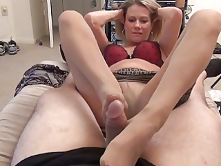 mom gives hose foot job d010