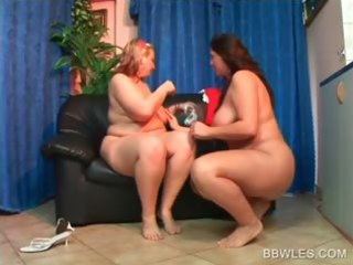 snatch licking and fingering with big beautiful
