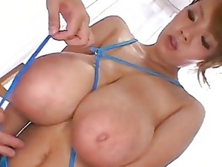 hitomi tanaka - bikini azul y tetas