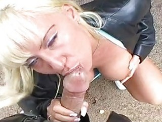smutty blond with big breasts gives orall-service