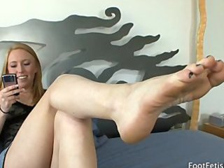 lesbian babes licking toes..
