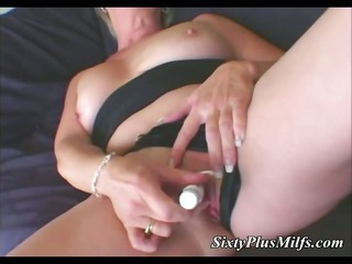 oral-service pleasure for aged housewife