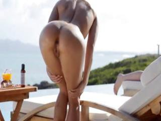 golden-haired pornstar leila stripped in the sun