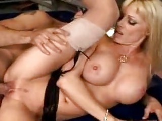 mother i holly sampson widens her cum-hole to