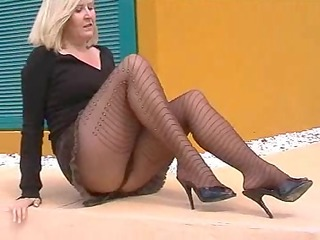 flashing hose wench on side of road