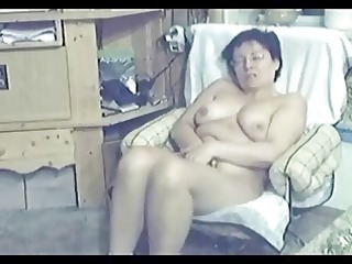 caught my mommy completely undressed in living