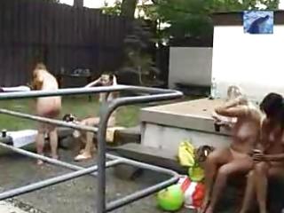 nudisten pool