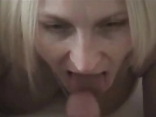 blond mamma gives oral