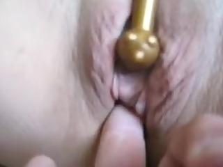 golden fur pie being fingered