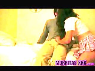 inocente y cachonda morrita mexicana mamandole la