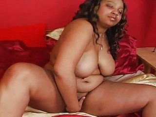 massive ebon momma with big billibongs plays with