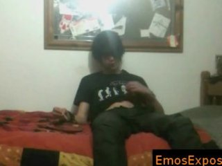 darksome hiared and smokin emo getting his hands
